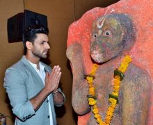 Show's male lead Vivek Dahiya is all set to get married to ladylove Divyanka Tripathi next month.