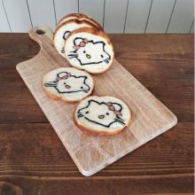 Konel's breads take a lot of effort to make, but she always portrays the cartoons in the best light. Don't you just love this Hello Kitty?