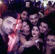 Vivek Dahiya and Divyanka Tripathi take a group selfie with their friends