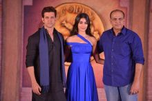 Hrithik Roshan, Pooja Hegde and Ashutosh Gowariker posing for the cameras.