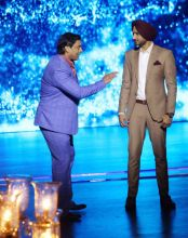 Shoaib Akhtar and Harbhajan Singh who have been rivals in the field of cricket for the longest time, will now be judging Mazaak Mazaak Mein together. The duo seem to be enjoying shooting for the promo.