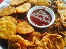 A single type of pakora is never enough. The best pakora platters have at least three kinds of pakoras.