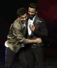 Aww! Remo and Ranbir hug.