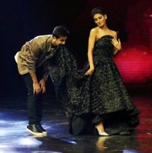 Ranbir's puppy act with mentor Shakti Mohan is indeed cute.