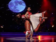 Arjun Bijlani has come a long way since his first week's performance in Jhalak Dikhhla Jaa. From bottom 3, to top 3 of the week, Arjun has proved that everything is possible with hardwork and determination. Performing on Laal Ishq with his choreographer B