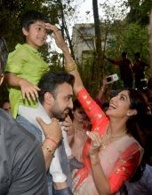 Shilpa Shetty with Raj Kundra and Viaan Raj Kundra at Ganpati Visarjan