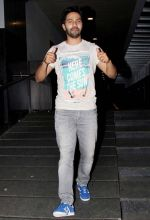 Varun Dhawan assures the crowds that he had a good time indulging in Chinese food, on his way out from Hakkasan in Bandra West.