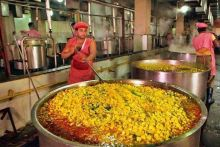 The Sri Sai Sansthan Prasadalay in Shirdi, Maharashtra serves nearly 40,000 meals every day. The kitchens here are solar powered, with four rooftops covered with solar panels.