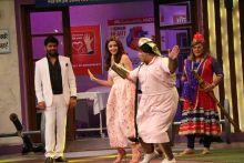 Kiku Sharda aka Bumper Lottery shakes a leg with Alia, while Kapil Sharma looks on.