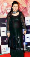 Poonam Dhillon looks simple yet beautiful in this black traditional outfit.