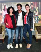 Gauri Shinde, Shah Rukh Khan and Alia Bhatt during the promotion of Dear Zindagi