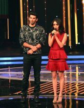 Aditya Roy Kapur and Shraddha Kapoor grace the stage of Dil Hai Hindustani.