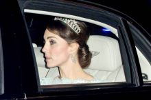 The Duchess previously wore the Cambridge Lover's Knot tiara at the Annual Diplomatic Reception in 2015, paired with an ice blue Alexander McQueen gown.