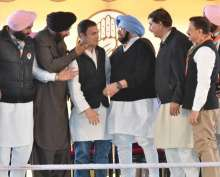 Congress party leaders congratulated Amarinder Singh after he was declared the party