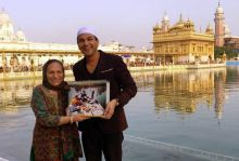 On Utsav's second birthday (May 17, 2016), Vikas Khanna posted this picture with his mother. The book had been taken to the Golden Temple at Amritsar for the occasion.