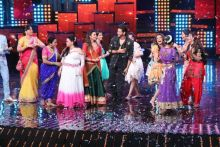 Hrithik Roshan with the female contestants of the show