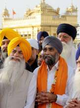 The Canadian Defence Minister reached the holy Sikh shrine shortly after 6 AM and spent around 15 minutes inside its sanctum sanctorum.