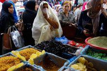 Women shop in Algiers on the eve of the Ramzan, in Algiers.