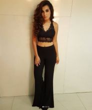 Shiny Doshi looks gorgeous in this black outfit.