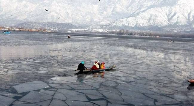 Dal--a lake made of lakes, is one of the major tourist spots of Kashmir that attracts tourists in large numbers all through the year. This maze of intricate waterways and channels has now turned into a rock solid mass of ice owing to sub-zero temperatures