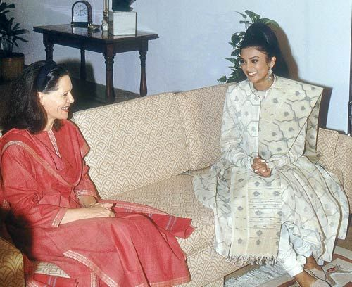 Sushmita with Sonia Gandhi
