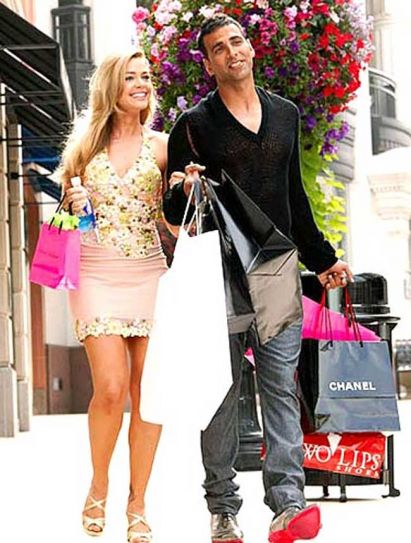 Denise Richards with Akshay Kumar in a still from Kambakkht Ishq.