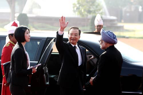 Chinese Premier Wen Jiabao (L) with Prime Minister Manmohan Singh.