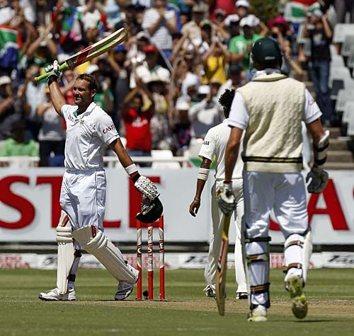 Jacques Kallis celebrates his ton