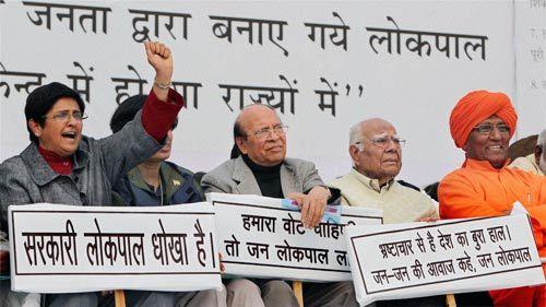 Kiran Bedi, Ram Jethmalani and Swami Agnivesh at the anti-corruption rally.