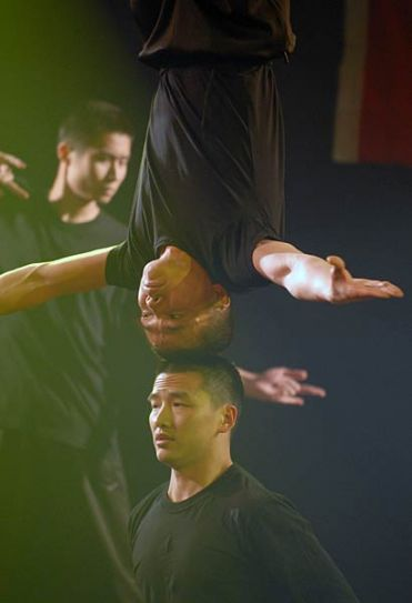 Chinese Acrobats performing