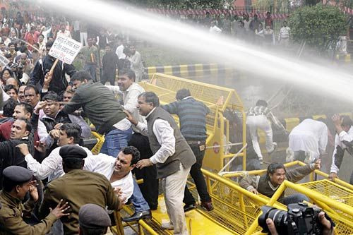 Police use Water cannons at BJP protesters
