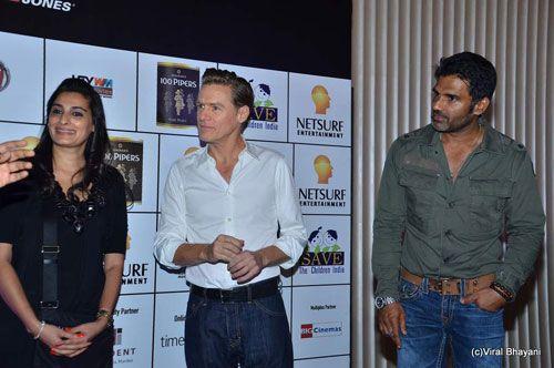 Bryan Adams, Sunil Shetty
