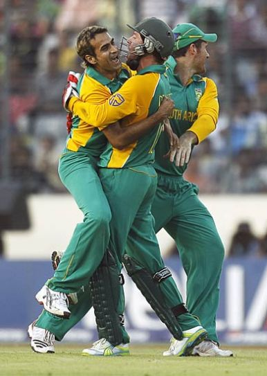 South Africa spinner Imran Tahir (left) and team-mates