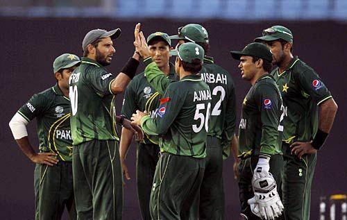 Pakistan captain Shahid Afridi and teammates