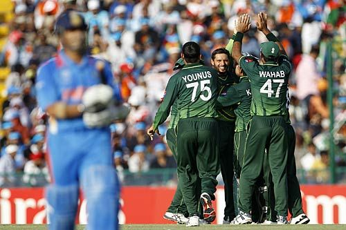 Pak players celebrate Sachin's wicket