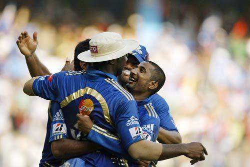 Mumbai left-arm spinner Ali Murtaza and team-mates