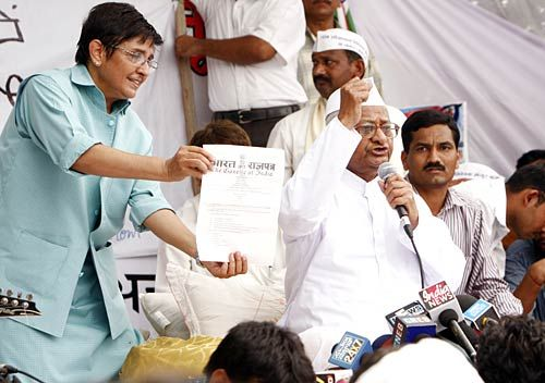 Kiran Bedi, anti-corruption activist, Anna Hazare, Lokpal Bill, Day 5