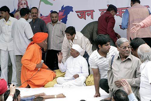 Anna Hazare, Swamy Agnivesh