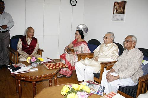 Vocalist Pandit Jasraj and Hema Malini at Bharat Bhawan in Bhopal.
