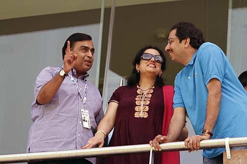 Mukesh Ambani, Uddhav Thackeray