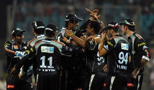 Pune Warriors celebrate