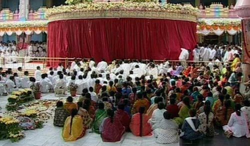 Sathya Sai Baba's burial being performed at Prasanthi Nilayam ashram