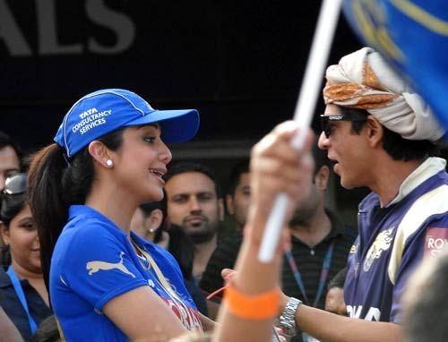 Kolkata owner Shah Rukh Khan and Rajasthan co-owner Shilpa Shetty chat