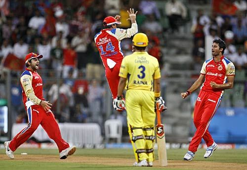 Bangalore seamer Sreenath Aravind (right) and team-mates celebrate the wicket of Chennai opener Murali Vijay as Suresh Raina looks on
