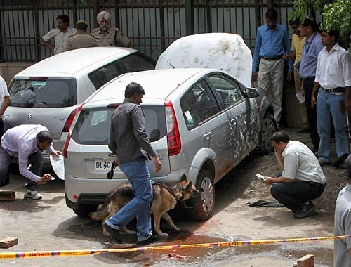 low-intensity explosion outside the delhi high court