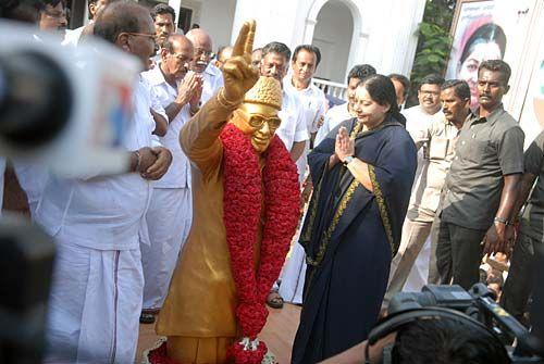 AIADMK supremo J. Jayalalithaa garlands the statue of M. G. Ramachandran