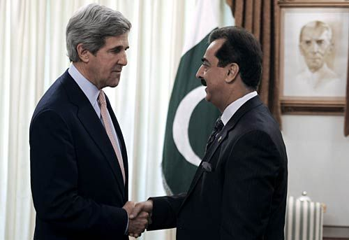 Pak agrees to work with US after John Kerry visit