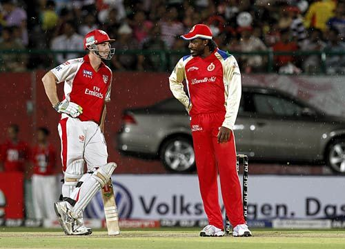 Punjab batsman Shaun Marsh chats with Bangalore's Chris Gayle