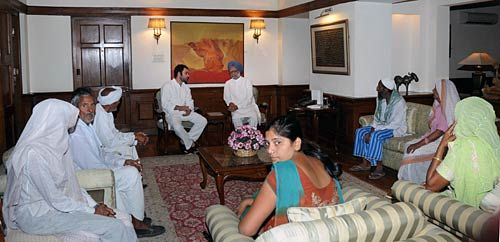 Land stir: Rahul meets PM
