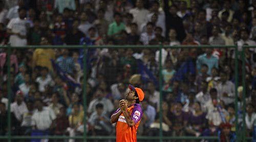 Kochi's Rudra Pratap Singh takes a catch to dismiss Delhi batsman Venugopal Rao